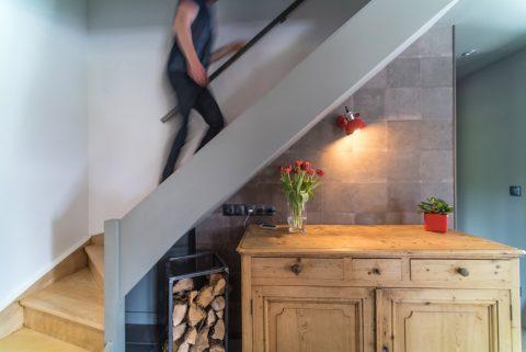Le garde corps de l'escalier a été supprimé pour lus de légèreté.