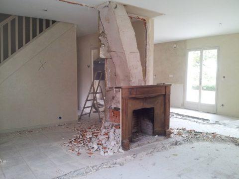 La cheminée résiste...
