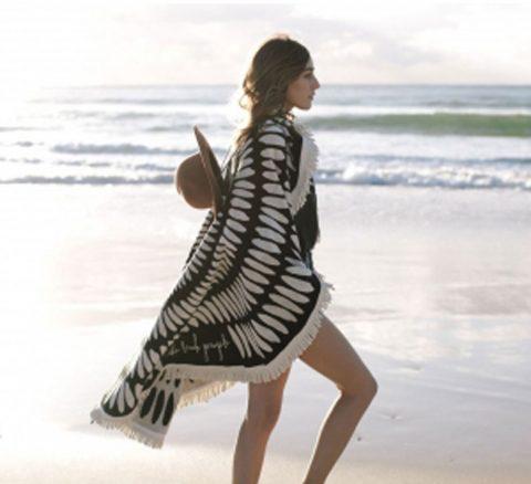 Le repère des Belettes, serviette de plage ronde noir et blanc.