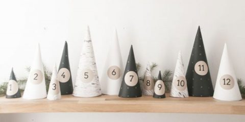 Une forêt de cônes pour cacher un petit présent et faire une très jolie décoration !