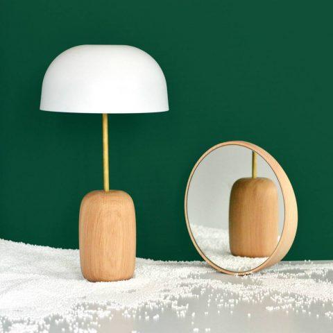 Lampe à poser Harto NINA en bois laiton et métal.