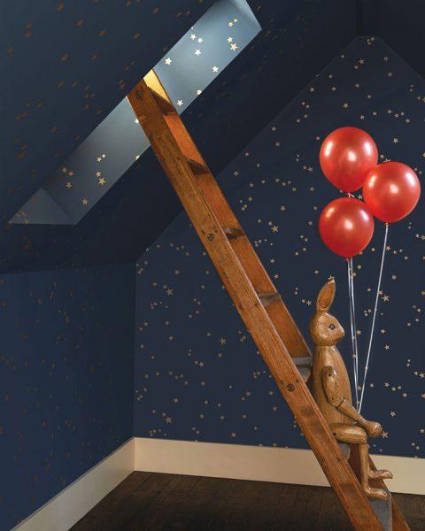 Superbe papier peint STARS de chez Cole&Son bleu foncé et étoilés