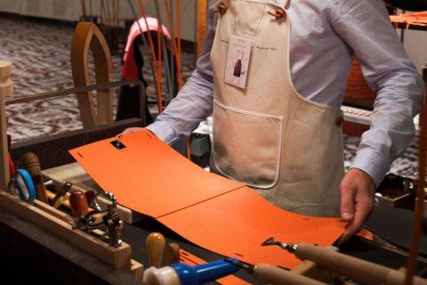 La légendaire maison Hermès sort de sa maison pour nous faire partager ces métiers de l'artisanat.