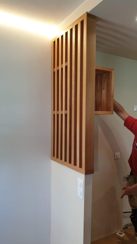 On valide l'emplacement de la niche en bois qui va avec le reste de la cuisine